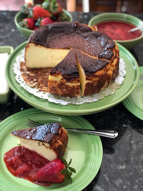 Resepi Basque Burnt Cheesecake Dengan Strawberry Compote