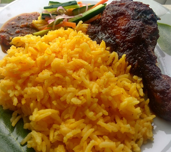 resepi-nasi-kuning-dengan-ayam-masak-bali
