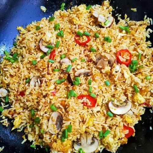nasi-goreng-sambal-udang-kering-cendawan-butang